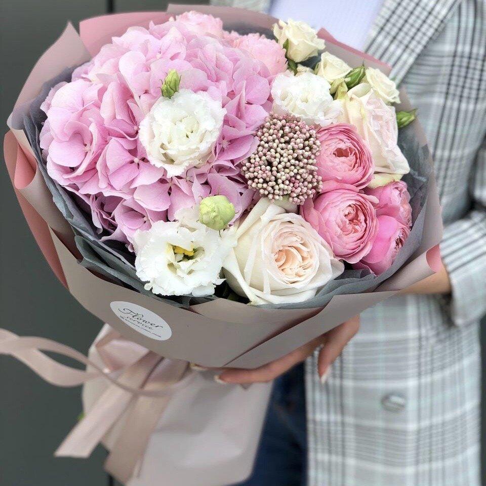 Букет из гортензии, роз и эустомы Дарси