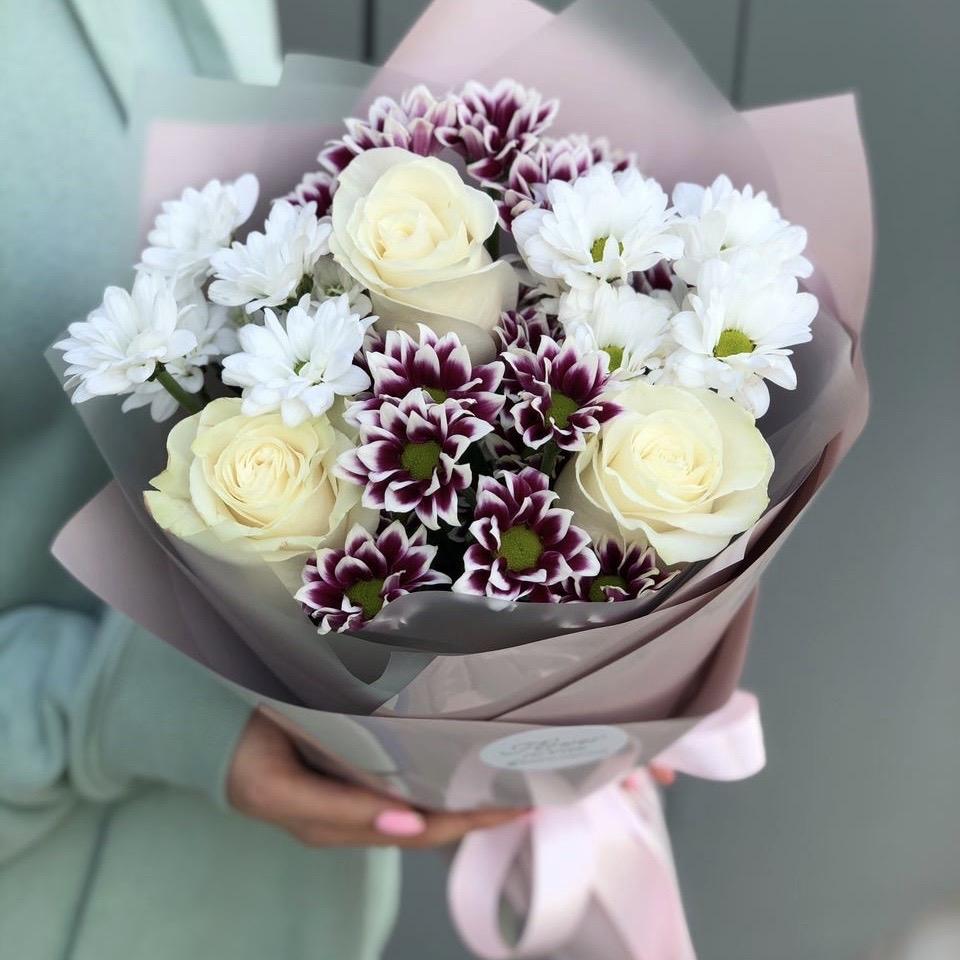 Букет из хризантемы и роз Омега