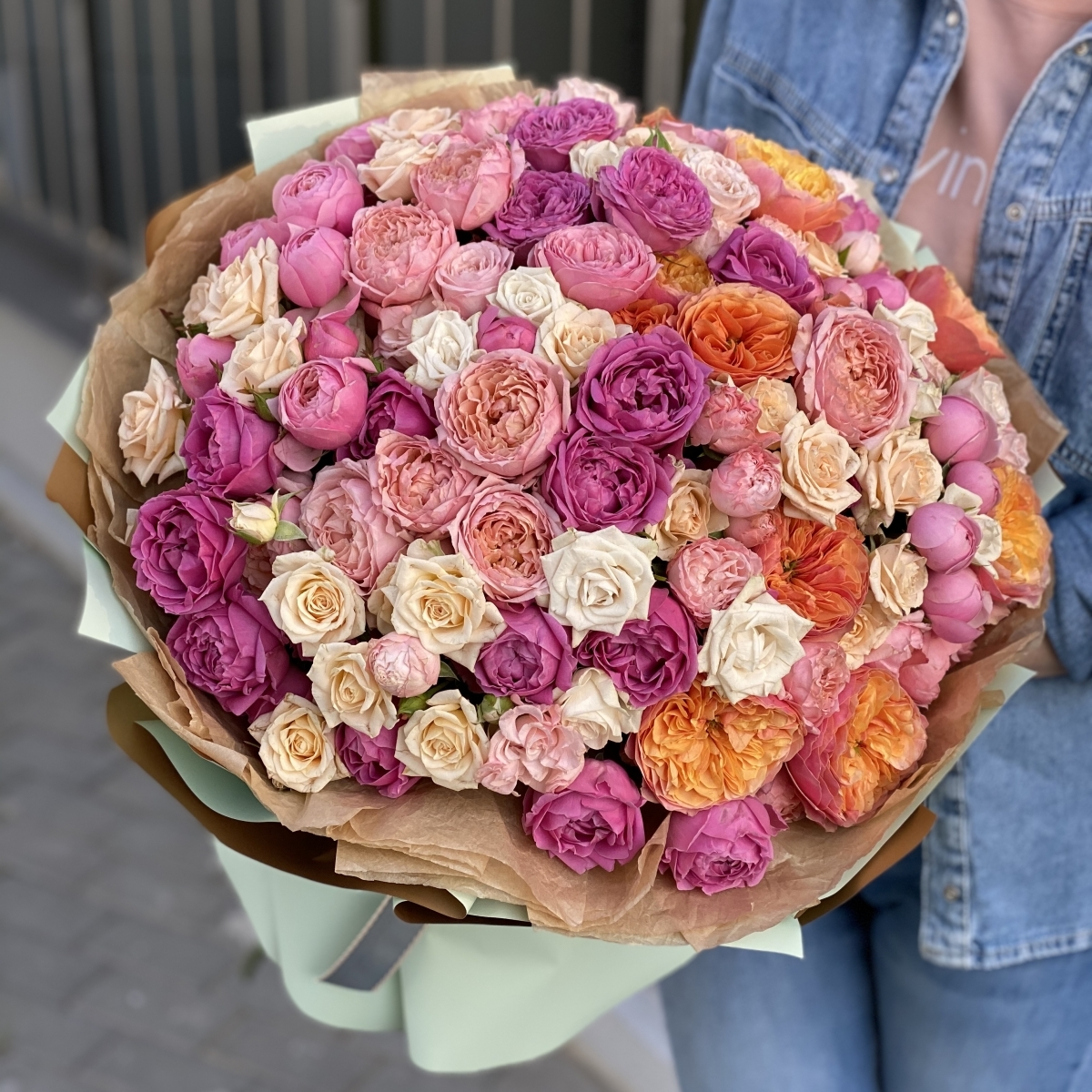 Букет из кустовых пионовидных роз Счастливый день