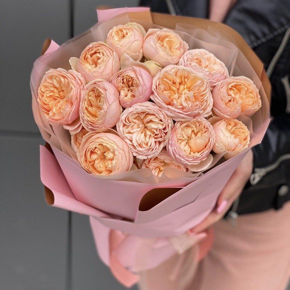 Букет из кустовых пионовидных роз Каталина Свит