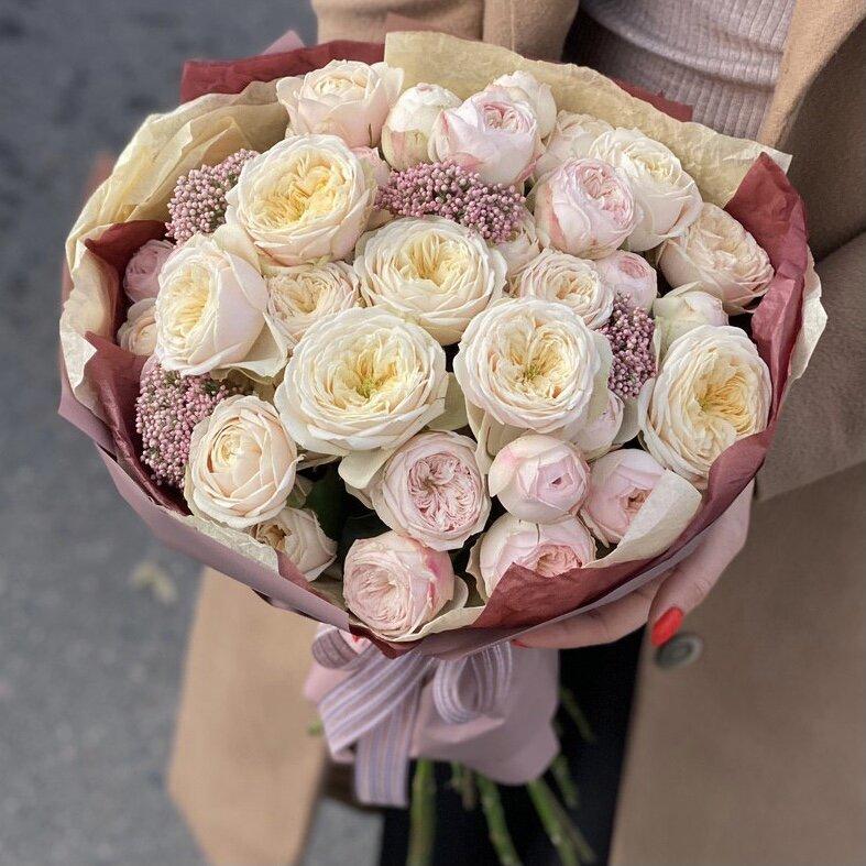 Букет из кустовых пионовидных роз и озотамнуса Ванильный смузи