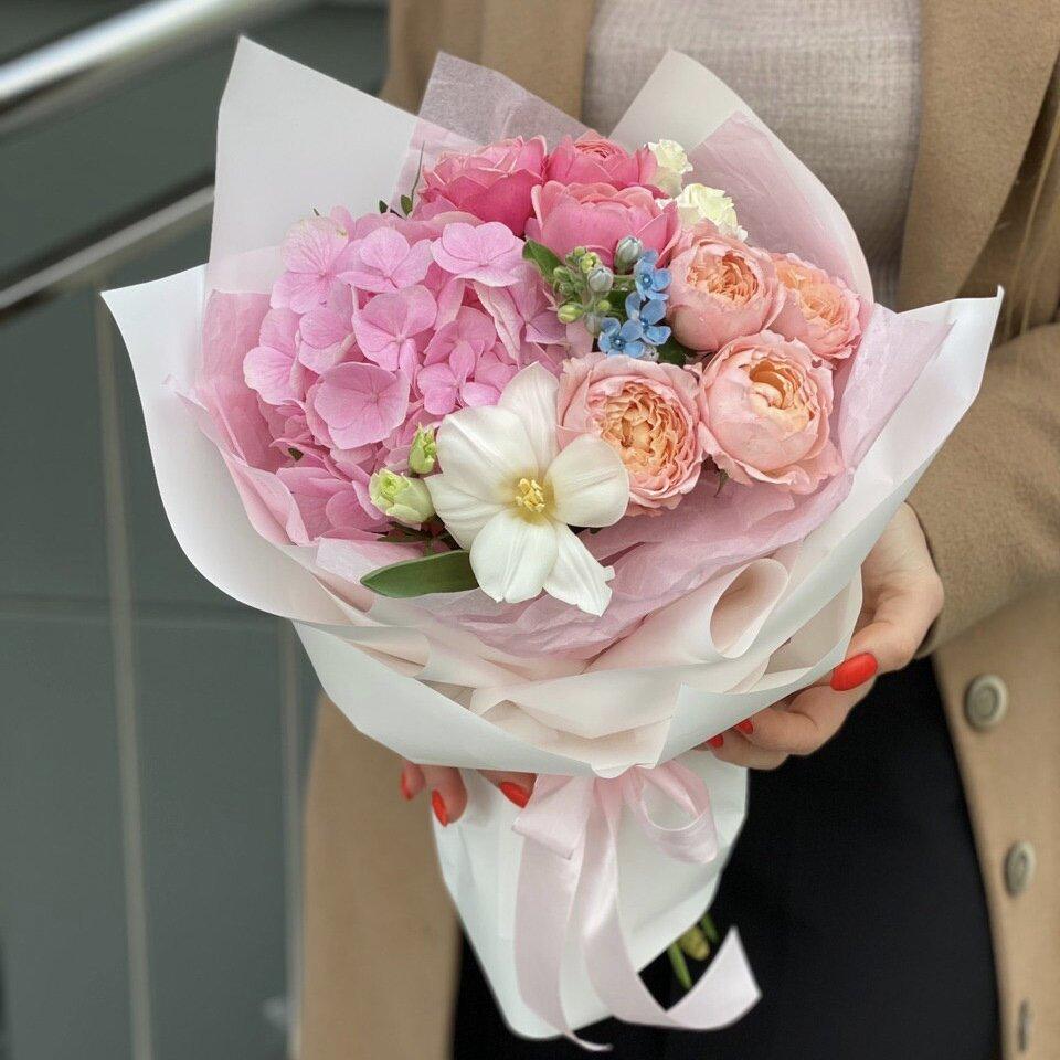 Букет из гортензии, пионовидных роз и оксипеталума Эйфория