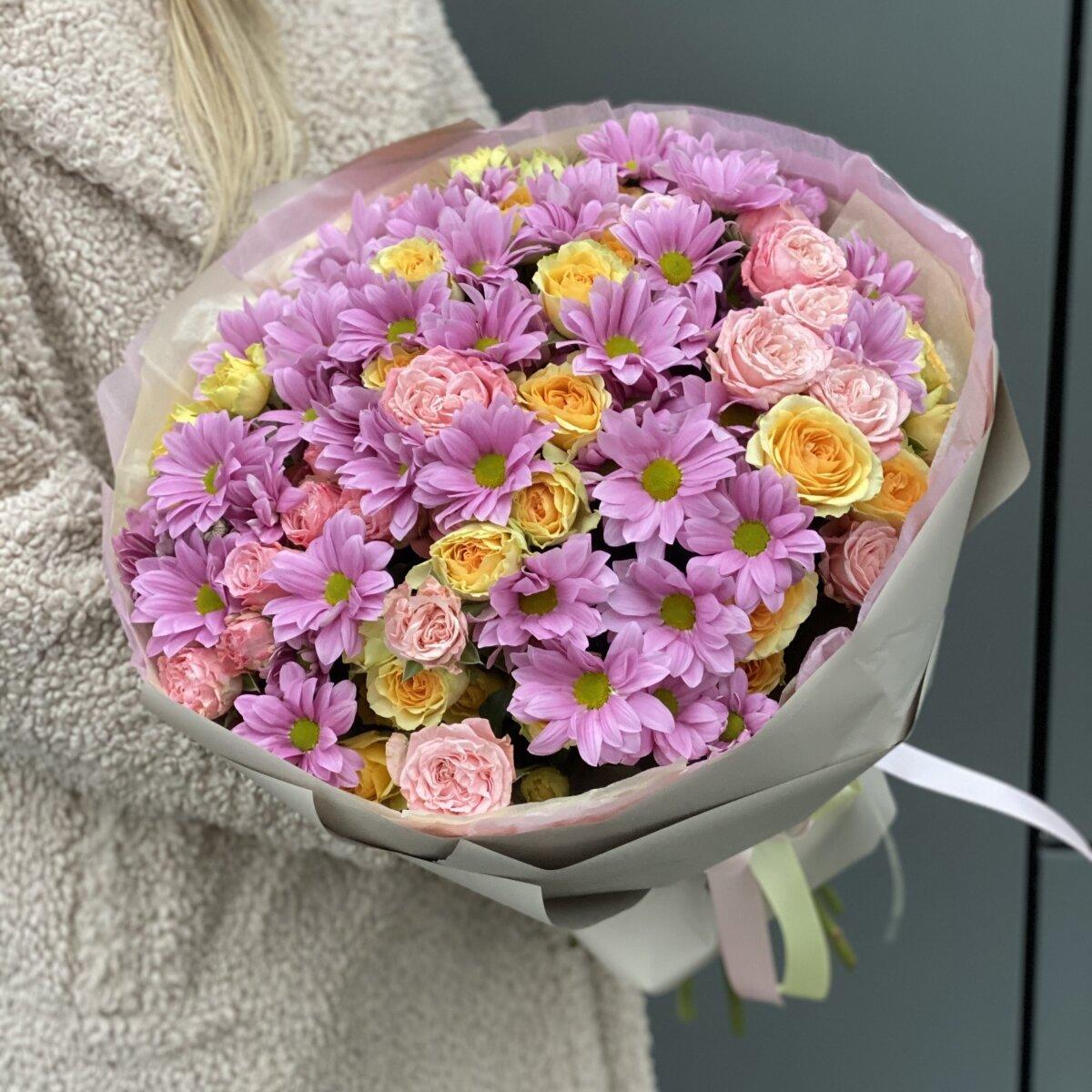 Букет Мартовское солнце из роз и хризантемы