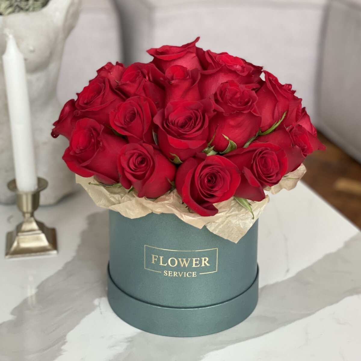 Коробка Жаккард из 25 красных роз
