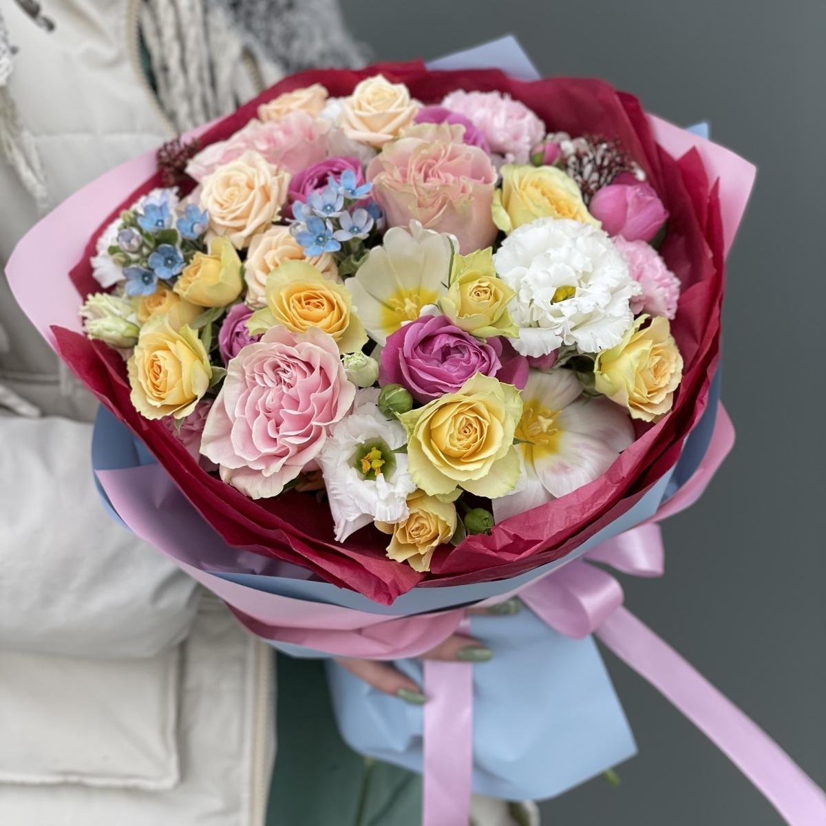Букет Фрутис из эустомы, тюльпанов, оксипеталума и роз