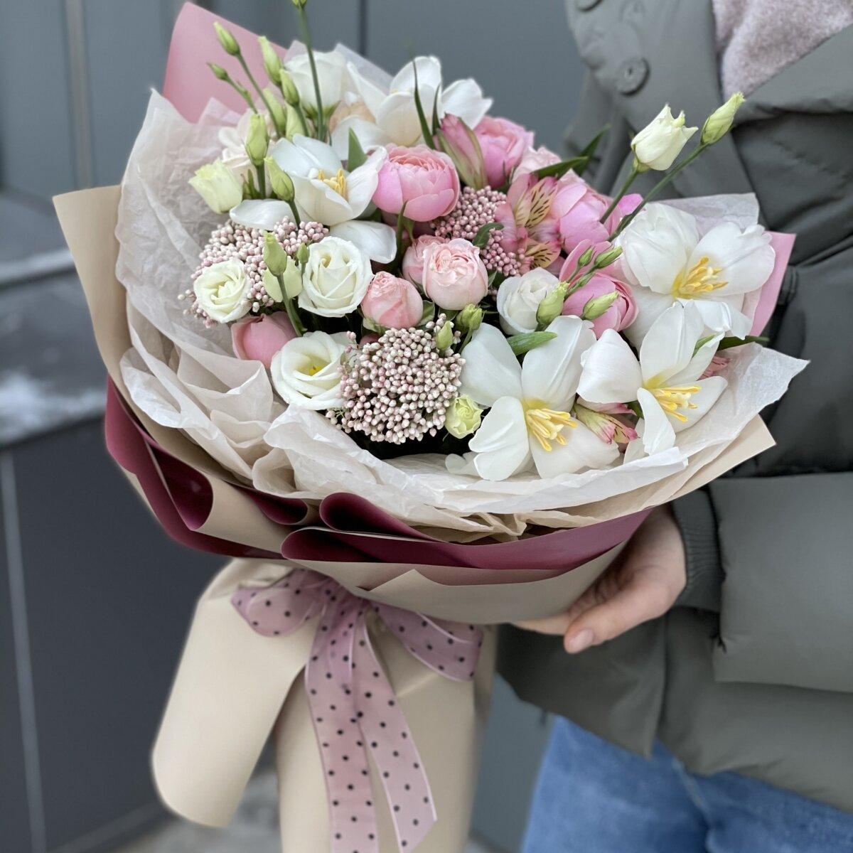 Букет Императрица из тюльпанов, озотамнуса, роз и эустомы