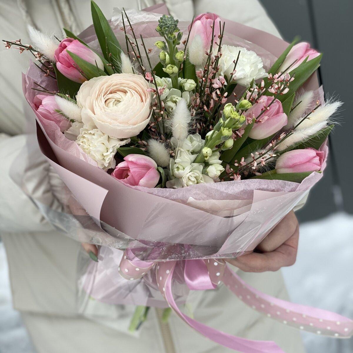Букет Берген из ранункулюса, тюльпанов, маттиолы, диантуса и генисты