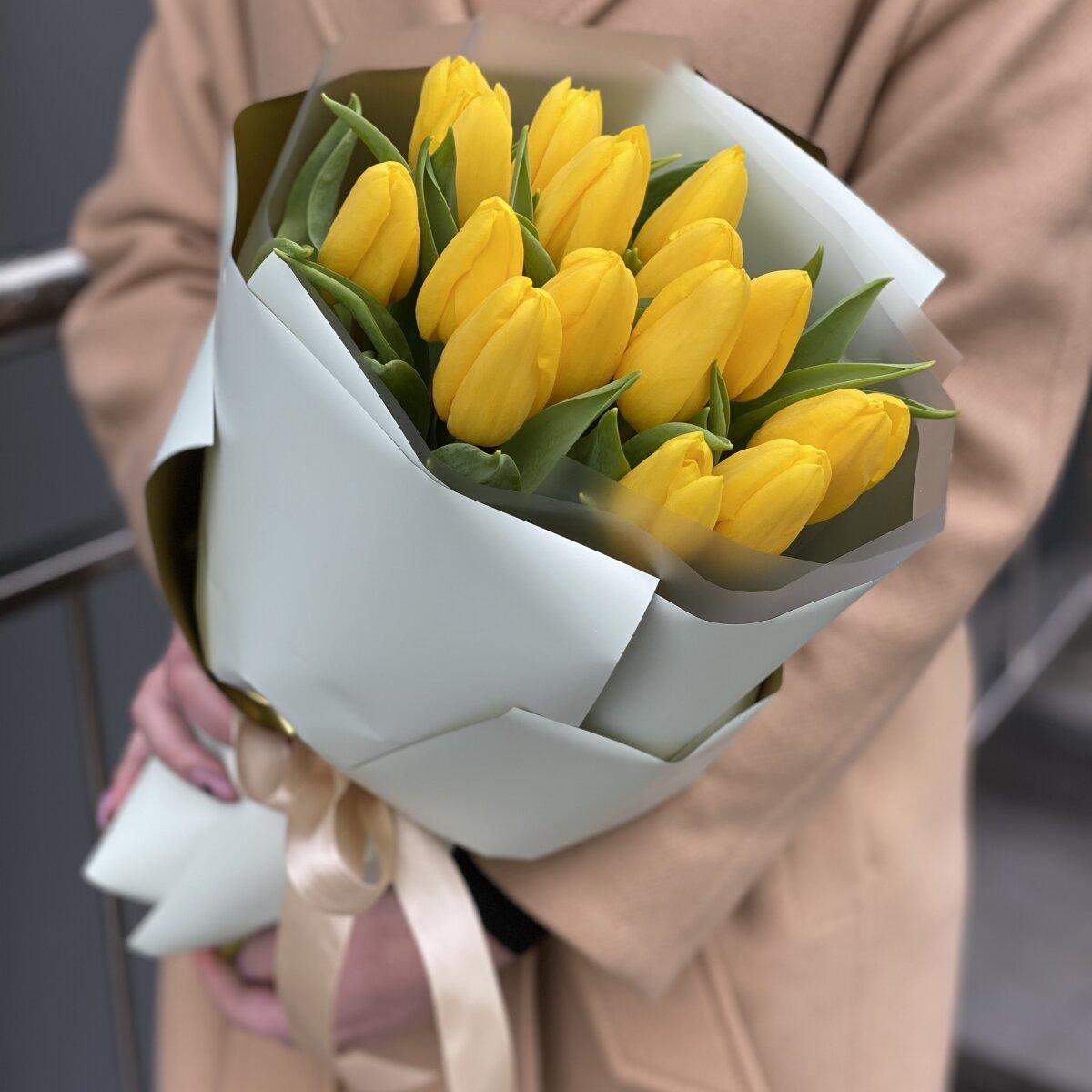 Букет Магия Весны из 15 желтых тюльпанов