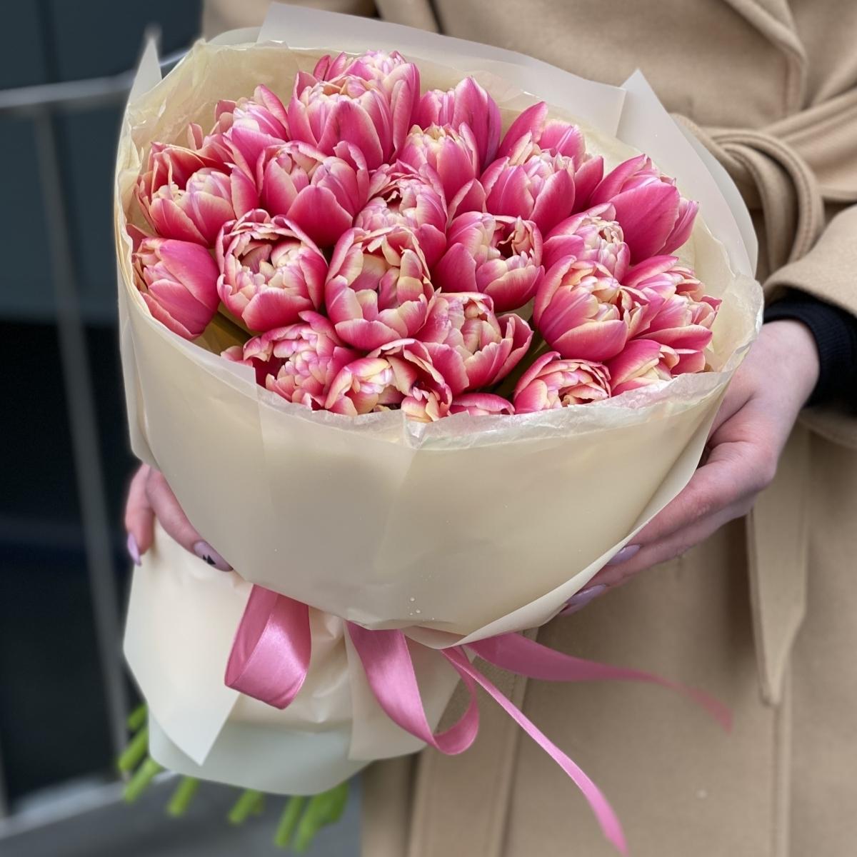 Букет Весеннее прикосновение из 25 тюльпанов