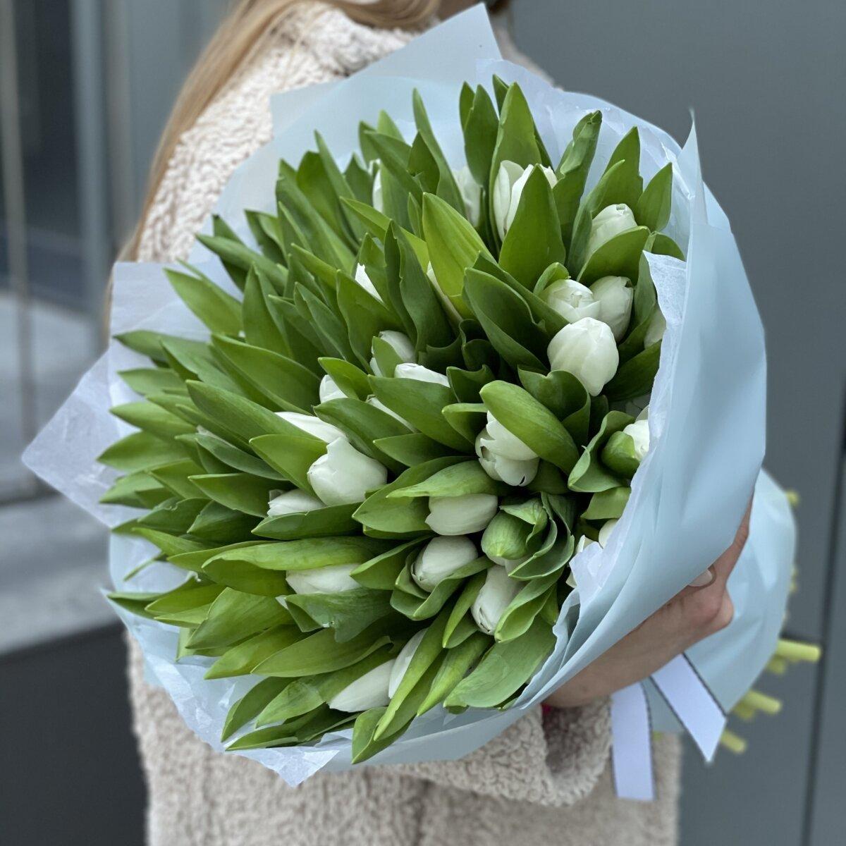 Букет Белые ночи из 51 и 101 белого тюльпана