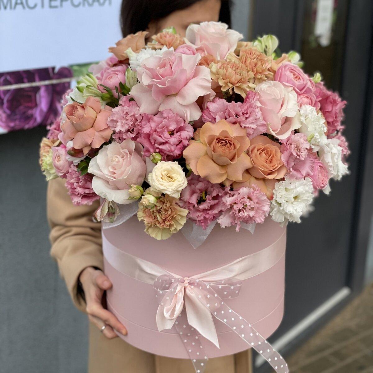Коробка Счастливое время из роз, диантуса, эустомы и альстромерии