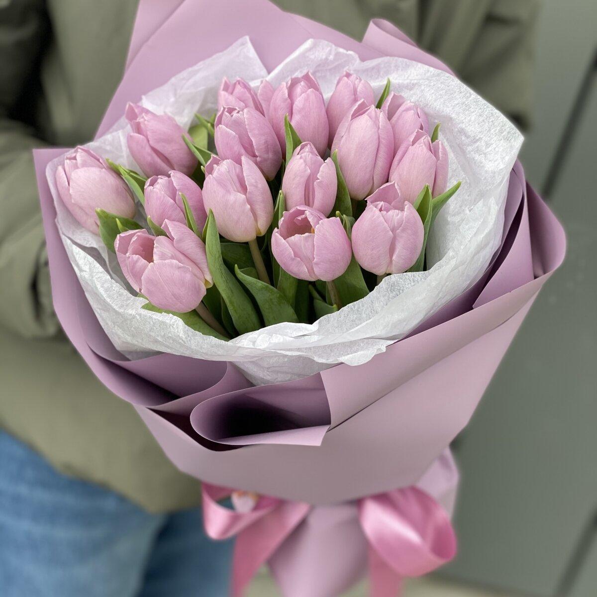 Букет Кэнди Принц из 15 сиреневых тюльпанов