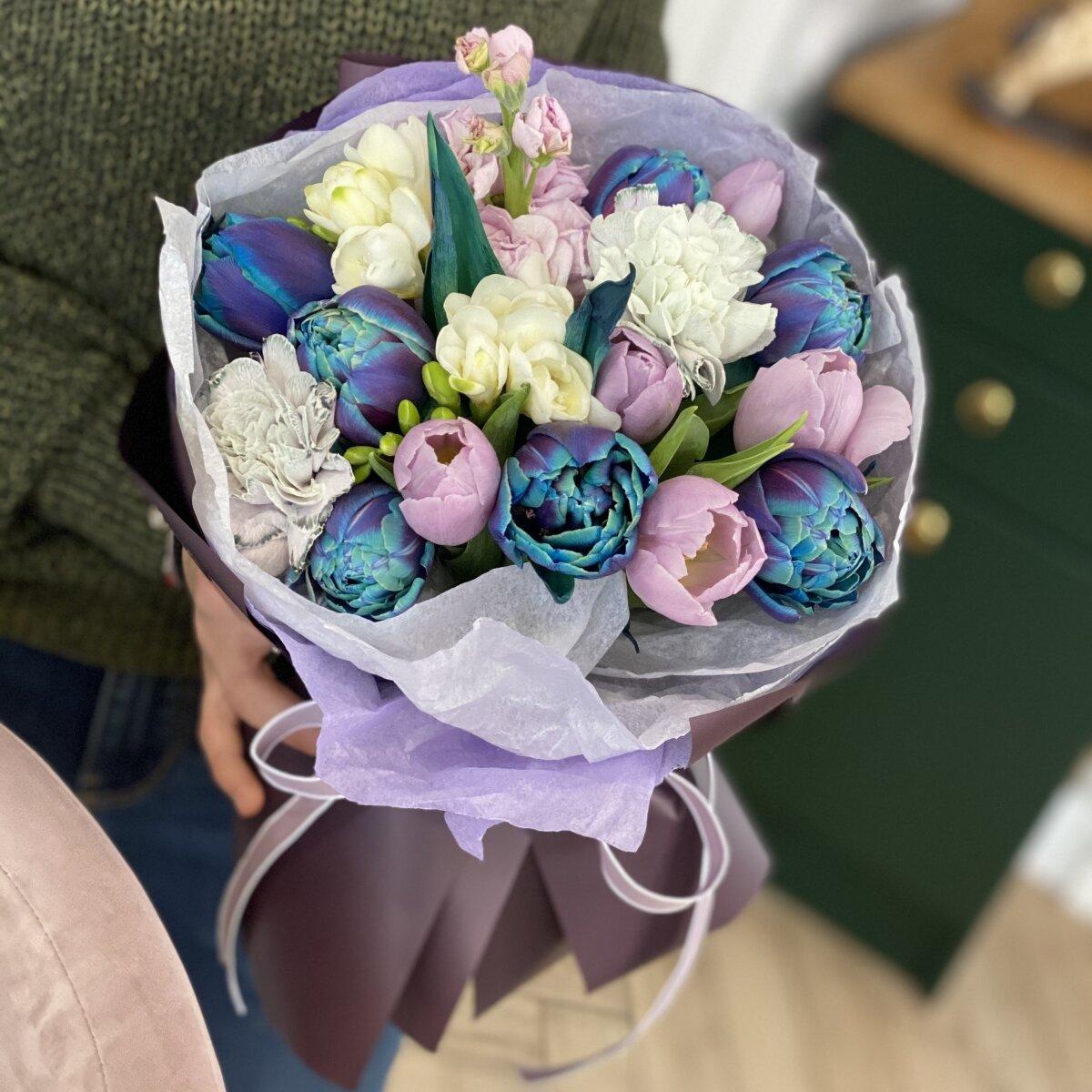 Букет Ниагара из тюльпанов, диантуса, маттиолы и фрезии
