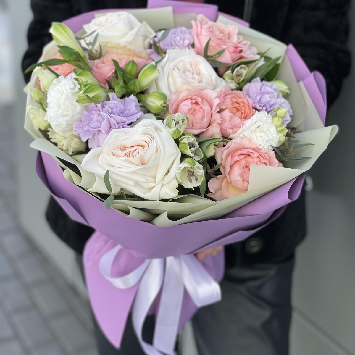Букет Аурум из эустомы, роз, альстромерии и диантуса