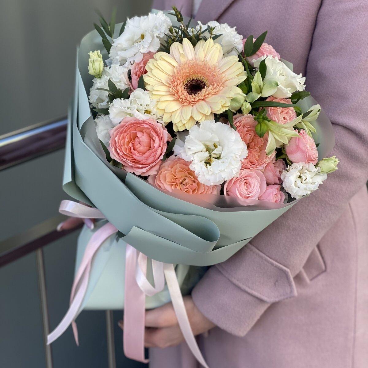 Букет Фисташка из герберы, эустомы и роз