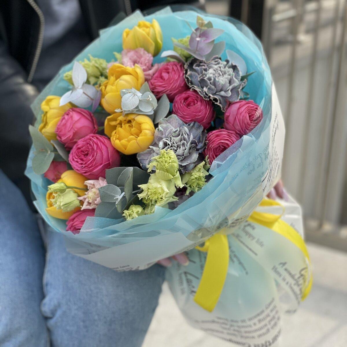 Букет Морской Бриз из пионовидных тюльпанов, диантуса и роз