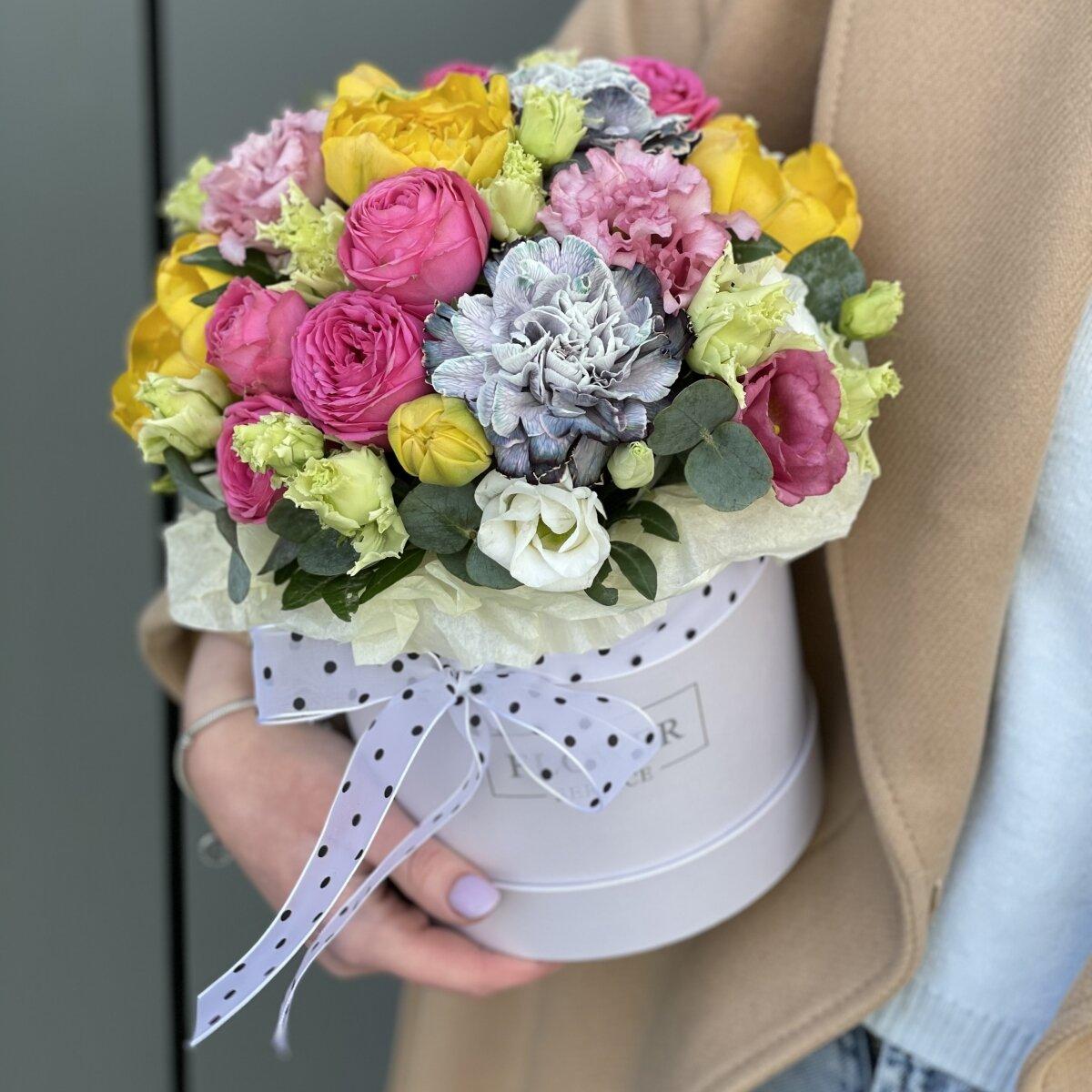 Коробка Цветочные леденцы из кустовых роз, тюльпанов и диантуса