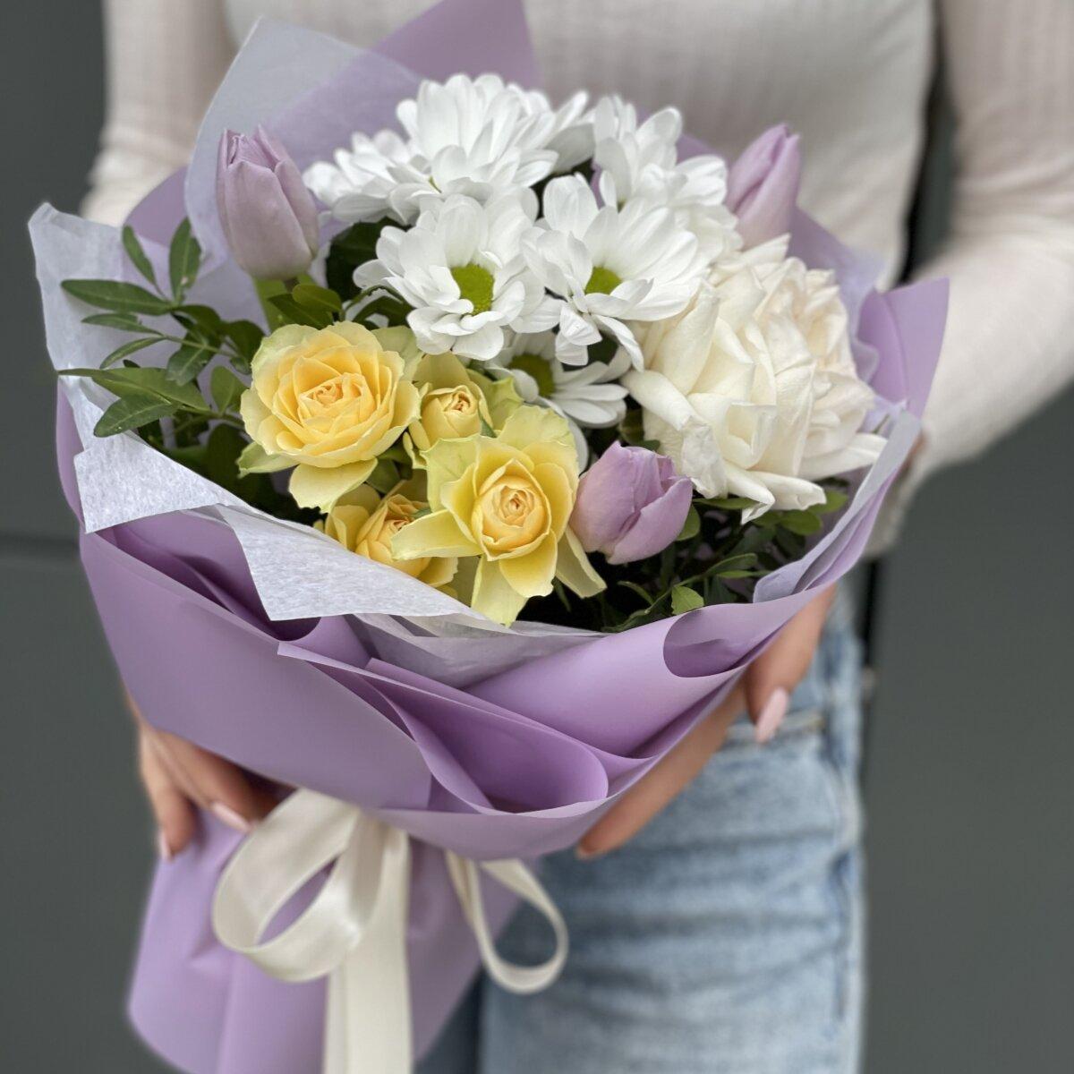 Букет Лиловое сочетание из тюльпанов, хризантемы и роз