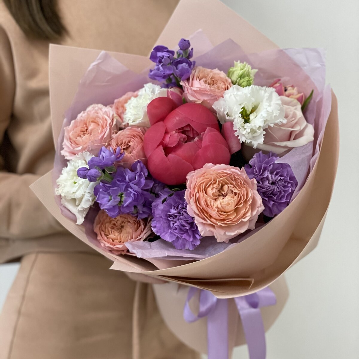 Букет Мэрилин из пиона, маттиолы, роз и диантуса