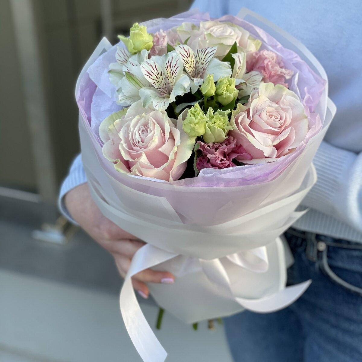 Букет Леди из роз, эустомы и альстромерии