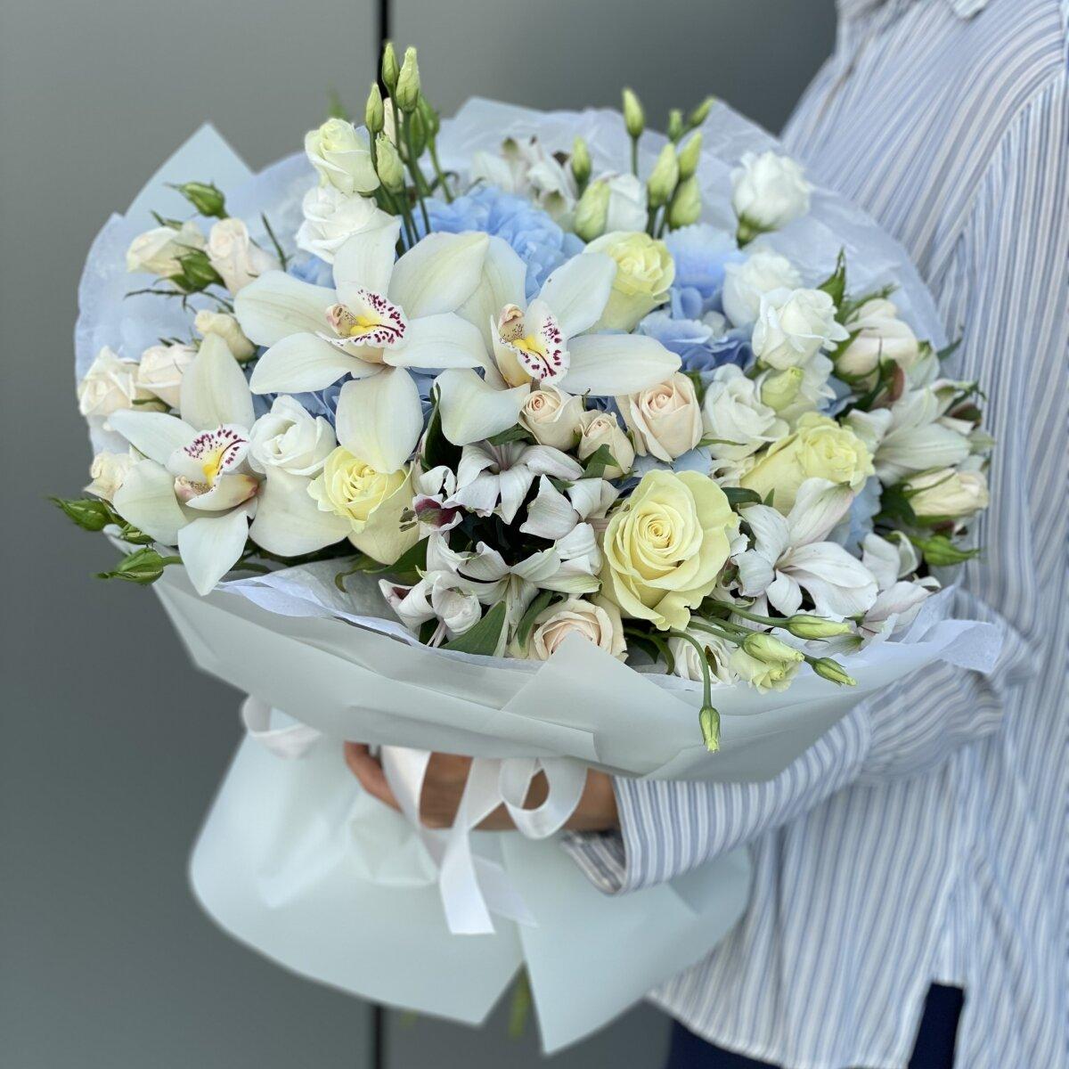 Букет Лайт из гортензии, альстромерии, роз, цимбидиума и эустомы