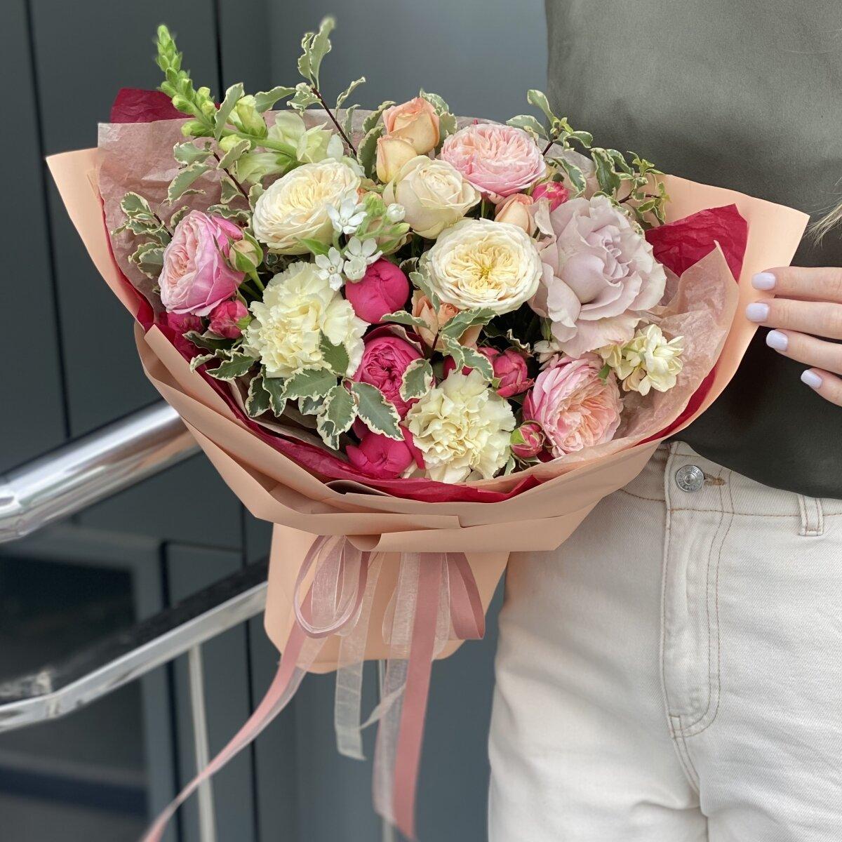Букет Игра чувств из роз, маттиолы,  антирриума, диантуса и питтоспорума