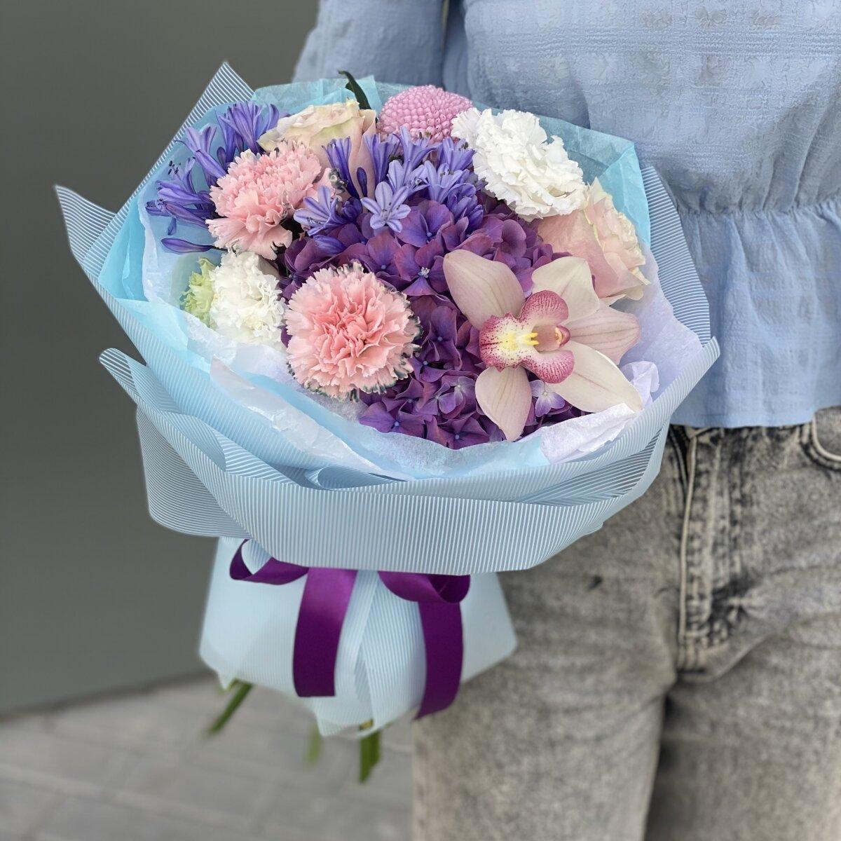 Букет Утреннее небо из гортензиии, агапантуса, момоки, роз и диантуса