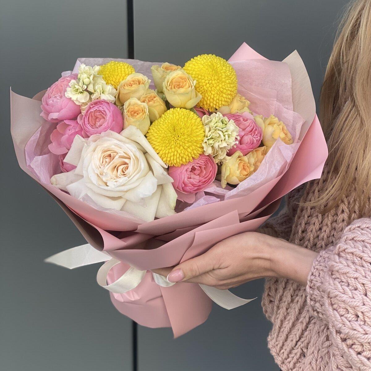 Букет Эмилия из момоко, роз и маттиолы